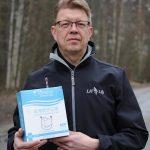 LH Liftin toimitusjohtaja Kari Piltonen ja hengityssuojaimet